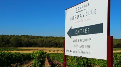 adresse domaine fredavelle signalétique panneau routier entrée route de pelissanne eguilles horaires accueil visite vignoble provence oenotourisme