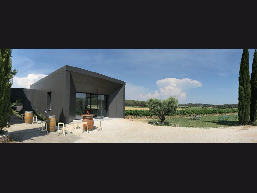 domaine fredavelle espace degustation vin route des vins accueil vente visite cave provence extérieur bâtiment architecte vignoble sortie dans les vignes