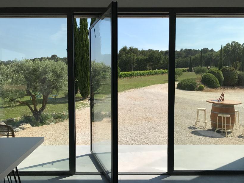 domaine fredavelle espace accueil dégustation vente de vin route des vins paysage provençal provence olivier architecte vignoble tourisme aix marseille