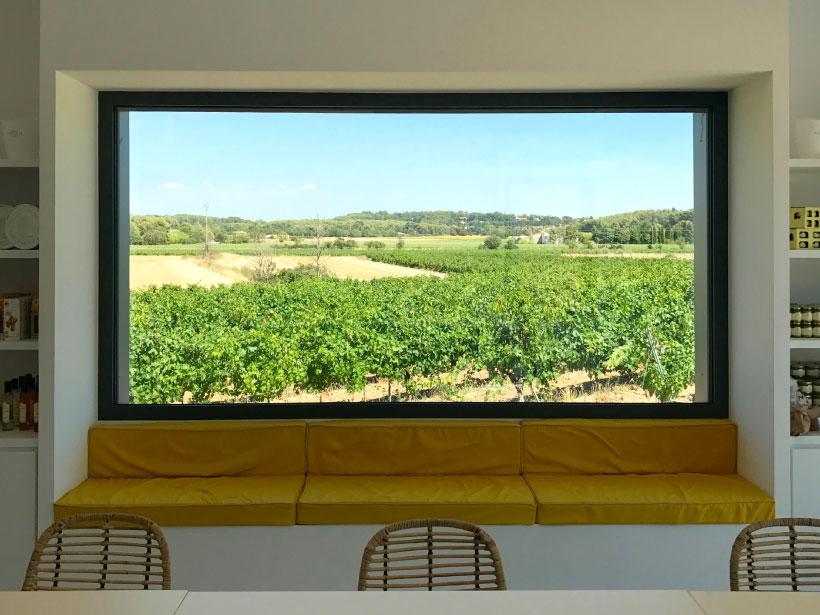 domaine fredavelle espace accueil dégustation vente de vin route des vins vue sur les vignes provence paysage architecte